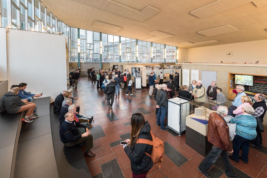 Fotodokumentation der Ausstellung im Tränenpalast in Berlin